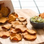 Chips de patates douces cuites au four