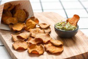Chips de patates douces cuites au four