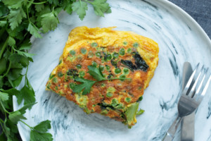 Read more about the article Omelette aérienne aux légumes verts