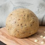Pâte à tarte au beurre de cacao et graines
