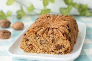 Cake gourmand au roquefort, figues et noix