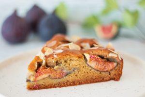 Gâteau moelleux aux figues, amandes et miel d'acacia