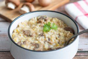 Risotto de riz complet, poireaux et champignons