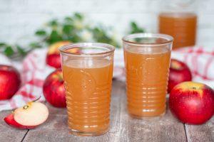 Cidre de pomme maison avec des grains de kéfir