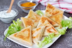 Read more about the article Samoussas au poulet et curry